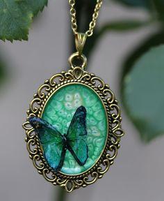 Pendentif doré féérique papillon vert : Pendentif par lesderivesdepatou