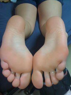 Barefoot Girl: Photo