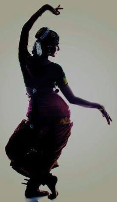 Janaki akka is the best motivator 💖💖 Indian Photoshoot, Saree Photoshoot, Iranian Beauty, Dancer Photography, Indian Classical Dance, Dance Paintings, Cultura General, Bridal Poses, Dance Poses