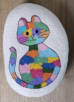 Painted Rock Animals, Painted Rocks Craft, Hand Painted Rocks, Rock Painting Patterns, Rock Painting Ideas Easy, Rock Painting Designs, Diy Fairy Door, Ladybug Rocks, Happy Rock