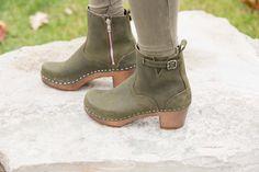 Sandgrens, Manhattan clog boots in Olive