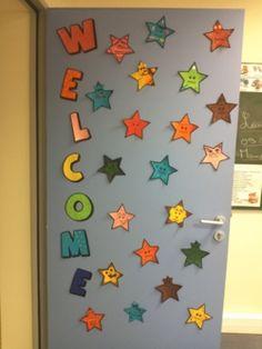 Porte de classe adorable avec les bas de noel des for Decoration porte rentree des classes