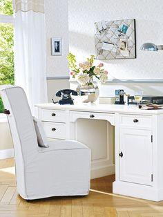In Kombination mit zeitlosen Möbeln, Accessoires und Mustern zeigt sich der Tisch von seiner eleganten Seite.