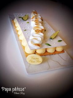 Tarte meringuée Citron-Basilic en quelques étapes Elegant Desserts, Just Desserts, Delicious Desserts, Chefs, Gourmet Cakes, Spiced Pecans, Ice Cream Candy, Cafe Food, Love Eat