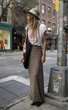 Leopard-print maxi skirt and t-shirt