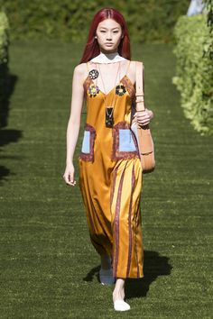 Tory Burch Spring 2018 Ready-to-Wear  Fashion Show - Hoyeon Jung