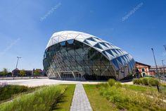 CET Boedapest moderne walvis vormige gebouw aan de oever van de rivier Donau, Hongarije