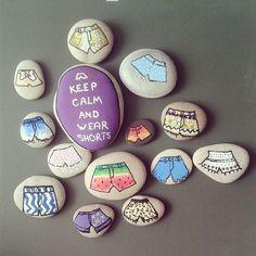 Keep calm and wear shorts #stonepainting #taşboyama #çakıltaşı #birthday #gift #rocks #pebbleart #pierres #posca #DIY #stoneart #gardening