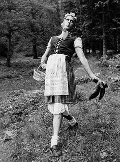 Monty Pythons Comedians Great Britain portrait of actor John Cleese * during shootings for 'Monty Pythons's Flying circus daffing for Germany' in. British Tv Comedies, British Comedy, Eric Idle, Terry Jones, Michael Palin, Terry Gilliam, Actor John, Monty Python, Comedy Films