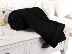 Couleur Vésuve.  Serviette de Toilette.  50x100 cm - 600gr/m2.    Grâce à son toucher moelleux, cette serviette de toilette de la collection de linge de bain Noir Vésuve deviendra vite votre meilleure complice beauté. Raffinée, agréable comme une caresse, elle respectera votre peau et vos cheveux, pour des moments de quiétude et de volupté.