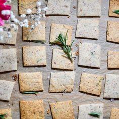 Wheat Crackers, Gluten Free Crackers, Vegan Crackers, Gluten Free Flour, Fresh Guacamole, Homemade Crackers, Flavored Oils, Baker Recipes, Almond Flour