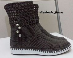 Crochet Boot Socks, Crochet Slipper Boots, Crochet Slipper Pattern, Crochet Sandals, Crochet Wool, Crochet Shoes, Crochet Slippers, Crochet Clothes, Crochet Patterns