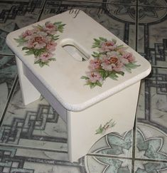 Using the Art of Decoupage in Your Home Lace Painted Furniture, Hand Painted Chairs, Painted Stools, Small Furniture, Paint Furniture, Furniture Projects, Furniture Decor, Decoupage Wood, Decoupage Furniture
