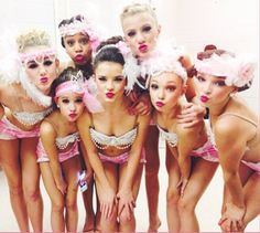 Brooke Hyland, Paige Hyland, and Chloe lukasiak. Mackenzie Ziegler, Maddie Ziegler, Dance Moms Brooke, Watch Dance Moms, Dance Moms Girls, Brooke Hyland, Chloe Lukasiak, Abby Lee, Group Dance