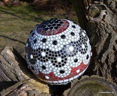 Dekokugel schwarz weiß rot 31 cm - Mosaikkasten