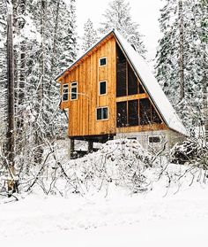 A cabin in the Cascade Mountains, Washington Photographed by Rishad Daroowala - Modern and Vintage Cabin Decorating Ideas, Small Cabin Designs, Cabins Interior and Decor Inspiration