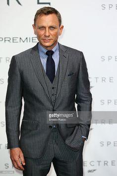 Actor Daniel Craig attends a premiere for 'Spectre' at Auditorium. Daniel Craig Spectre, Daniel Craig Suit, Daniel Craig Style, Daniel Craig James Bond, Business Casual Attire, Business Dresses, Business Suits, Bond Suits, Daniel Graig