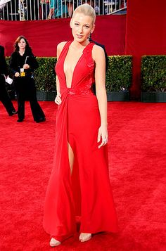 Blake Lively looked red hot in a Versace dress, Lorraine Schwartz jewels and Christian Louboutin shoes at the 2009 Emmys.