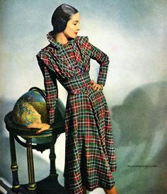 Plaid day dress late era print ad vintage fashion red green black Dress by Claire McCardell photo by Weitzen Tartan Fashion, 1940s Fashion, Vintage Fashion, Vintage Style, 1940s Dresses, Vintage Dresses, Vintage Outfits, 40s Outfits, Vintage Clothing