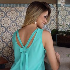 Love the color and style Neckline Designs, Blouse Designs, Casual Outfits, Cute Outfits, Glamour, Elegant Outfit, Blouse Styles, Dress Patterns, Designer Dresses
