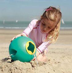 Quut beach toys. Ballo. Why didn't we have a bucket like this? www.quutbeachtoys.com