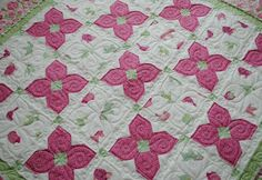 {Sisters and Quilters}: 3/4 snowball block to create the flowers! Pretty for a girl