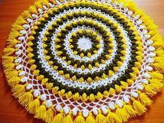 Crochet Table Mat, Crochet Mat, Crochet Home, Doily Patterns, Macrame Patterns, Macrame Toran Designs, Crochet Pouf Pattern, Crochet Circle Vest, Woolen Craft