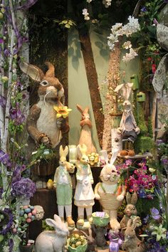 creative easter window display ideas display--windows s Spring Window Display, Store Window Displays, Retail Displays, Estilo Shabby Chic, Shop Interior Design, Store Design, Arte Floral, Vintage Design, Illustrations