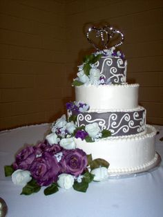 Purple flowers and frosting!! My favorite color!