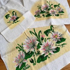 This #waterlilyprint! Unused set of 1950s bath towels now in Etsy. Includes one bath towel, one face towel and one washcloth. Face Towel, Water Lilies, Bath Towels, 1950s, Etsy, Lotus Flower