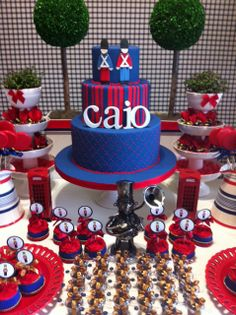 Baby Guide Festa Infantil: Soldadinho de Chumbo Birthday Table, Birthday Parties, England Party, Soldier Party, Beautiful Cakes, Amazing Cakes, British Party, London Party, Festa Party