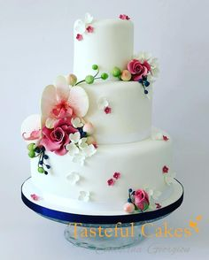 Floral Wedding Cake Shared by Career Path Design Floral Wedding Cakes, Elegant Wedding Cakes, Floral Cake, Beautiful Wedding Cakes, Gorgeous Cakes, Wedding Cake Designs, Pretty Cakes, Cute Cakes, Amazing Cakes
