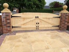 "WOODEN DRIVEWAY GATES 4FT 6"" HIGHEST POINT T&G FREE FITTING KIT"