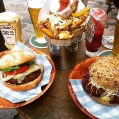 Maka Maka Beach Burger Cafe Barcelona