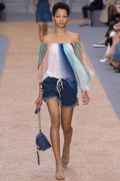 Chloé Spring 2016 Ready-to-Wear Fashion Show - Lineisy Montero (Next)