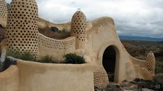 An off-the-grid house just beyond the Rio Grande Gorge near Taos, New Mexico | 21 Amazing Off-the-Grid Houses via Gizmodo