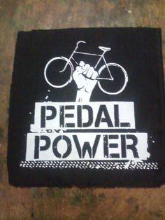 """Pedal Power Patch grande  Estamparia: Personalizamos e estampamos a sua ideia: imagem, frase ou logo preferido. Arte final. Telas sob encomenda. Estampas de/em camisas masculinas e femininas (e outros materiais). Fornecemos as camisas ou estampamos a sua própria. Envie a sua ideia ou escolha uma das """"nossas"""".... Blog: http://knupsilk.blogspot.com.br/ Pagina facebook: https://www.facebook.com/pages/KnupSilk-EstampariaSerigrafia/827832813899935?pnref=lhc https://twitter.com/KnupSilk"""