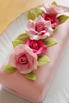 very easy cake decorating ideas Fancy Cakes, Mini Cakes, Cupcake Cakes, Cake Decorating Techniques, Cake Decorating Tips, Fondant Flowers, Sugar Flowers, Gorgeous Cakes, Pretty Cakes