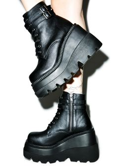 Demonia Technopagan Boots. I want them so much !