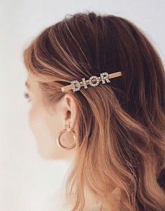 Une idée de look trendy + tendances actuelles — another way of style Source by katiexxx . Bobby Pin Hairstyles, Fancy Hairstyles, Headband Hairstyles, Down Hairstyles, Straight Hairstyles, Hairstyle Ideas, Hair Accessories For Women, Fashion Accessories, Summer Accessories
