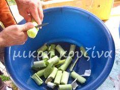 μικρή κουζίνα: Πώς φτιάχνουμε λουκάνικα χωριάτικα Celery, Green Beans, Vegetables, Food, Essen, Vegetable Recipes, Meals, Yemek, Veggies