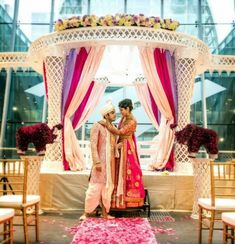 Find the Best Indian Floral & Decor Vendors for Your Indian Wedding - Carolina Wedding Belle Indian Wedding Photos, Indian Wedding Ceremony, Punjabi Wedding, Wedding Ceremony Decorations, Wedding Day, South Asian Bride, South Asian Wedding, Middle Eastern Wedding, Civil Ceremony