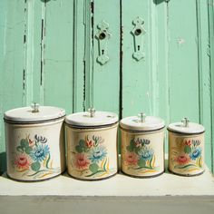 Vintage Canisters Set Ransburg Hand Painted with Glass Knobs Vintage Canister Sets, Kitchen Canister Sets, Vintage Jars, Vintage Kitchen, Vintage Stuff, Vintage Bread Boxes, Spice Set, Cake Carrier, Glass Knobs