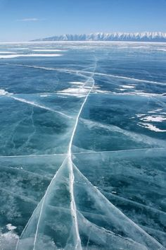 Lake Baikal in winter. Озеро Байкал зимой.