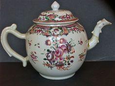 ANTIQUE CHINESE EXPORT PORCELAIN FAMILLE ROSE QIANLONG PERIOD TEAPOT 1700'S.