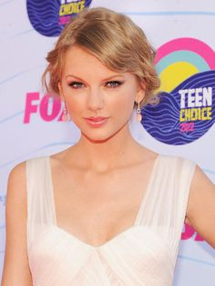 New Home, New Album: How Taylor Swift Keeps It All in Check