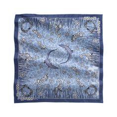ecf3f4eaf3e4 Foulard 90 x 90 cm motif savane - Twill de soie bleu - Foulards de luxe.  CachemireSavaneEcharpeMotifFoulardsFoulards ...