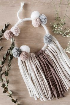 Traumfänger basteln: Eine Schritt für Schritt Anleitung - Mini & Stil Capteurs de rêves Tinker: Un guide étape par étape # Traumfänger stuff diy Boho Decor Diy, Diy Home Decor Rustic, Boho Diy, Look Boho, Décor Boho, Diy Crafts To Sell, Diy Crafts For Kids, Hristmas Crafts, Dreams Catcher