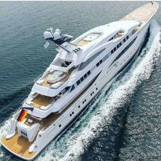 Once in a Lifetime Experience – Yacht Charter Sailing in Greece Yacht Design, Yacht Luxury, Yachting Club, Big Yachts, Yacht World, Grand Luxe, Sports Nautiques, Private Yacht, Cool Boats