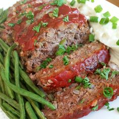 """Meatloaf, Cauliflower Mashed """"Potatoes"""" & Roasted Green Beans Clean Comfort Food for dinner tonight!"""